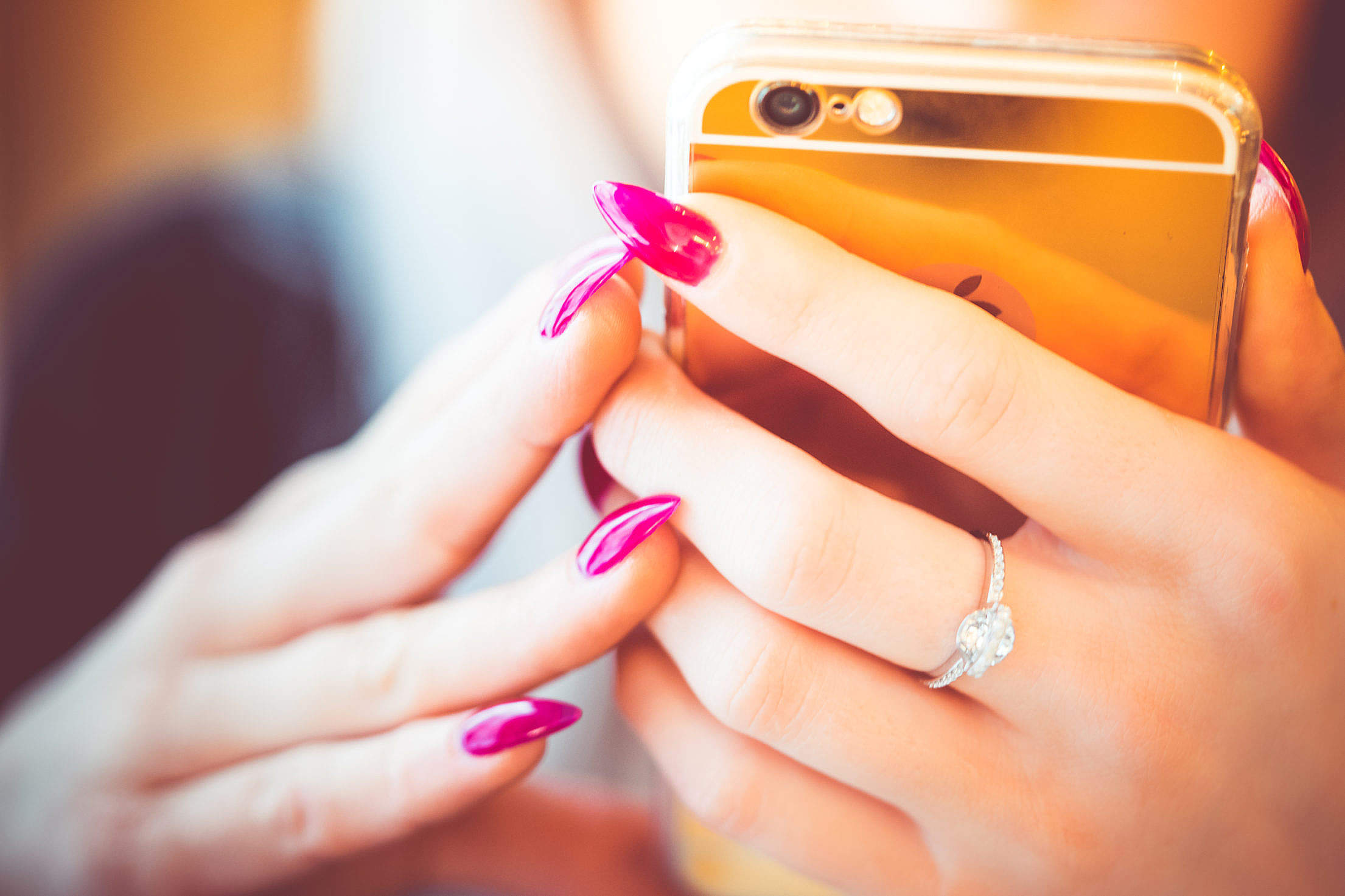 young-woman-using-her-gold-smartphone_free_stock_photos_picjumbo_DSC02910-2210×1474